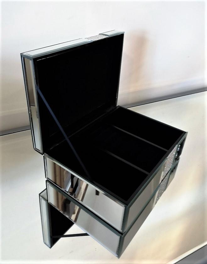 5c31fe34fb1f Eleganckie pudełko na biżuterię Lustra Smaza